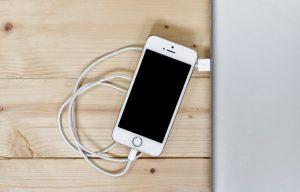 ディズニーシーで携帯充電ができる場所はどこ?充電器のお値段は?