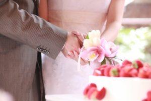 結婚式のドレスにベルトはマナー違反?男女別のベルトのマナーを攻略!