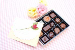 バレンタインは彼氏へチョコだけでOK?追加ギフトや手紙も必要?